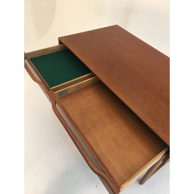 Honduran Mahogany Vanity by Hickory Manufacturing For Sale - Image 9 of 13