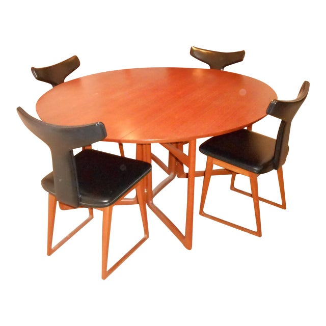 Arne Vodder for Sibast Gate Leg Teak Dining Table With 6 T-Back Black Leather Dining Chairs For Sale