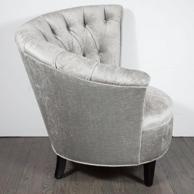 1940s Hollywood Regency Asymmetrical Tufted Chair in Platinum Velvet For Sale - Image 4 of 11