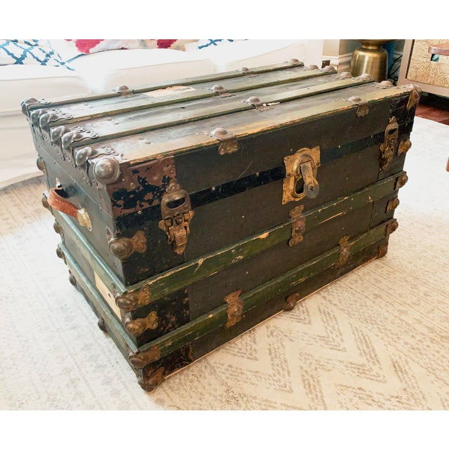 Early 1900's forest green canvas travel trunk. Great table, decor, display and stoarge piece. This trunk boasts all of its...