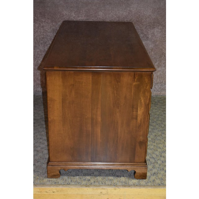 1960s Early American Ethan Allen Executive Desk For Sale In Philadelphia - Image 6 of 12
