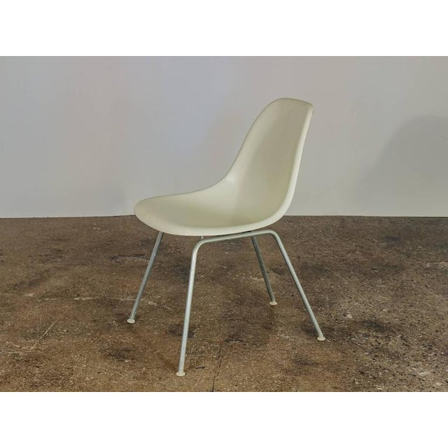 Mid-Century Modern Charles and Ray Eames for Herman Miller White Shell Chair For Sale - Image 3 of 6