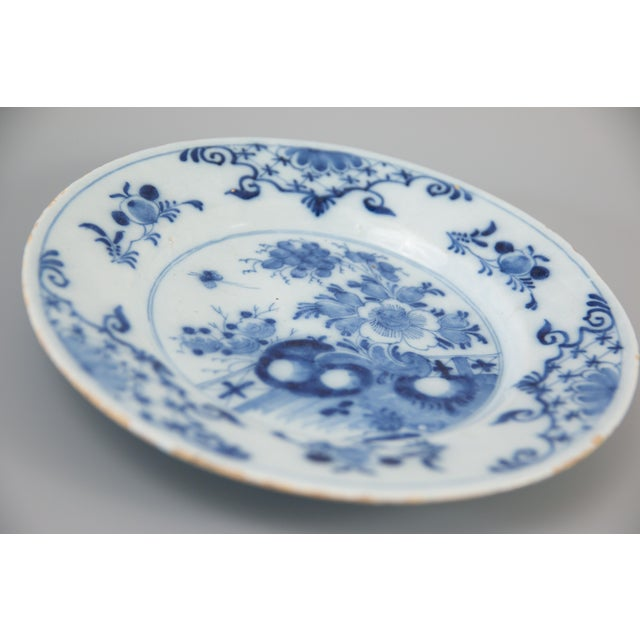 Delft Antique 18th-Century Delft Dutch Chinoiserie Floral Plate For Sale - Image 4 of 8