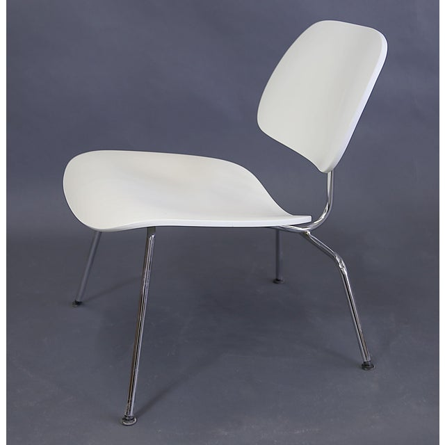 Herman Miller Mid-Century Modern Eames Style White Lounge Chair For Sale - Image 4 of 11