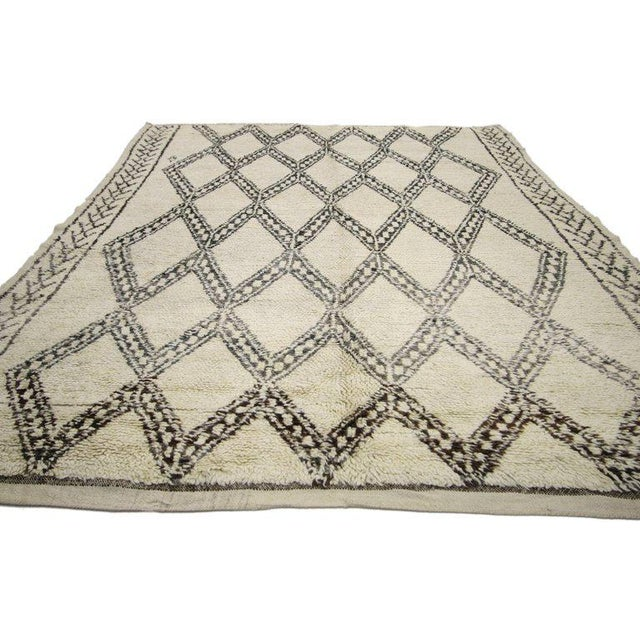 20738, vintage Beni Ourain Moroccan rug with tribal style, Beni Ourain rug. This hand-knotted wool vintage Beni Ourain...