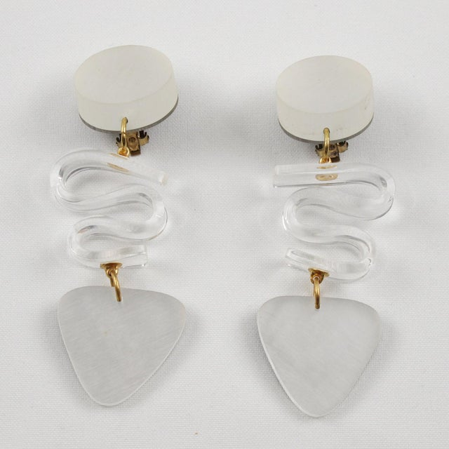 Harriet Bauknight for Kaso Lucite Clip on Earrings Dangle Frosted White For Sale - Image 4 of 8