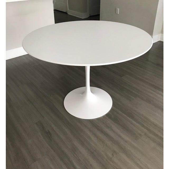 "White Mid-Century Modern Eero Saarinen 42"" Pedestal Table For Sale - Image 8 of 8"