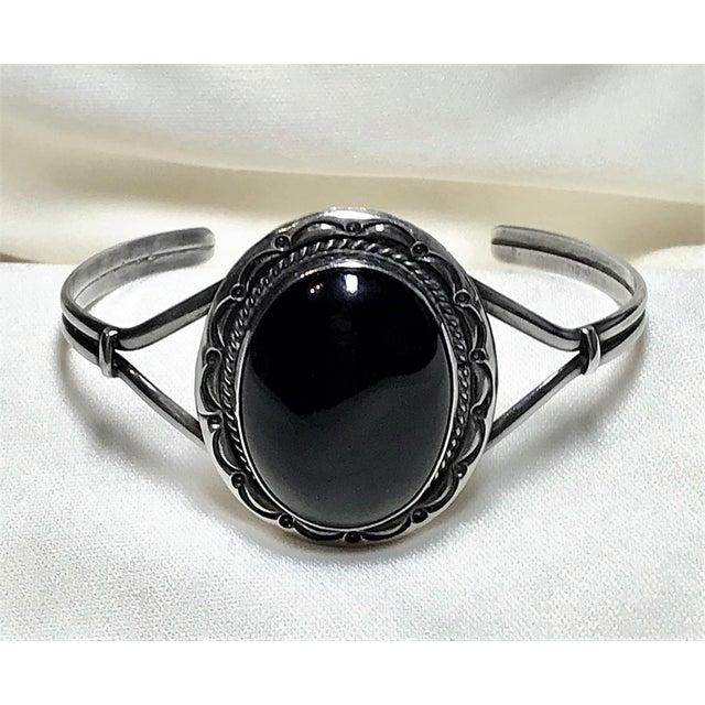 Navajo 1980s Navajo Sterling and Onyx Bracelet For Sale - Image 3 of 7