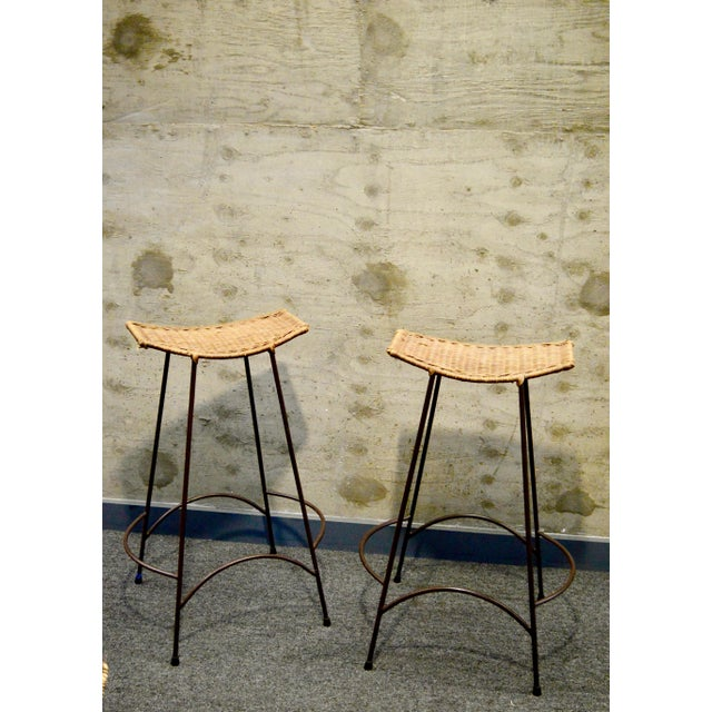 Arthur Umanoff 1960s Vintage Arther Umanoff Style Wicker & Iron Stools- A Pair For Sale - Image 4 of 9