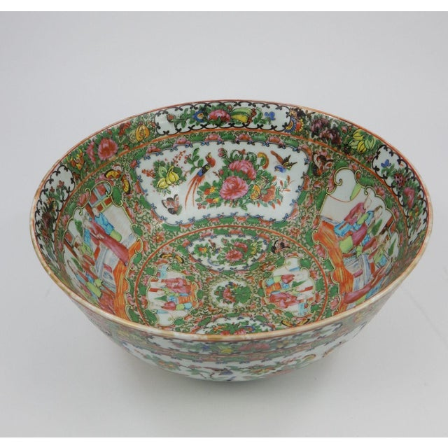Gorgeous antique Chinese export rose medallion serving bowl. 19th century piece. Great colors and details.