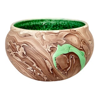 Vintage N. Dakota Swirled Pottery Bowl For Sale