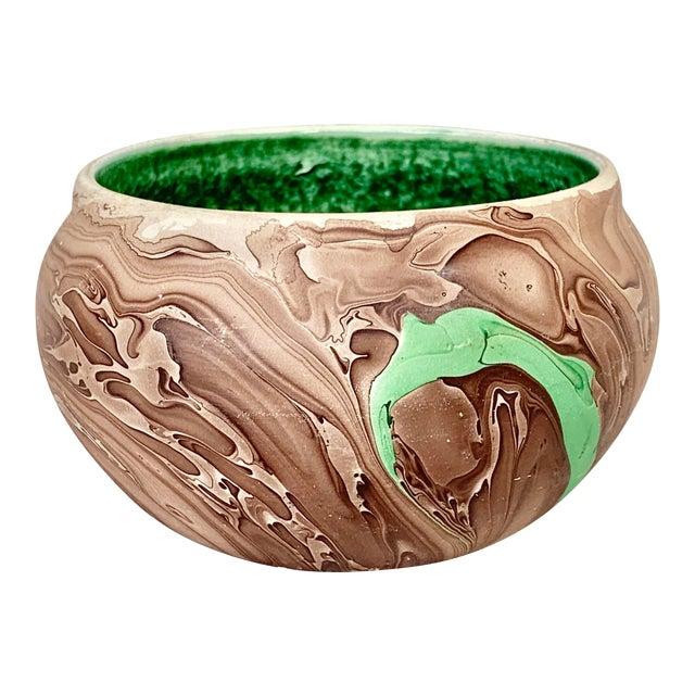 Vintage N. Dakota Swirled Pottery Bowl For Sale