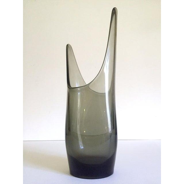 This vintage 1959 Mid Century Modern rare smoke gray Elmer Miller Viking hand blown art glass vase is an incredibly...