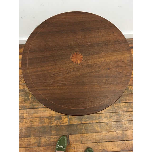 Table - 19th Century Traditional Walnut Tilt Top Table For Sale In Providence - Image 6 of 9