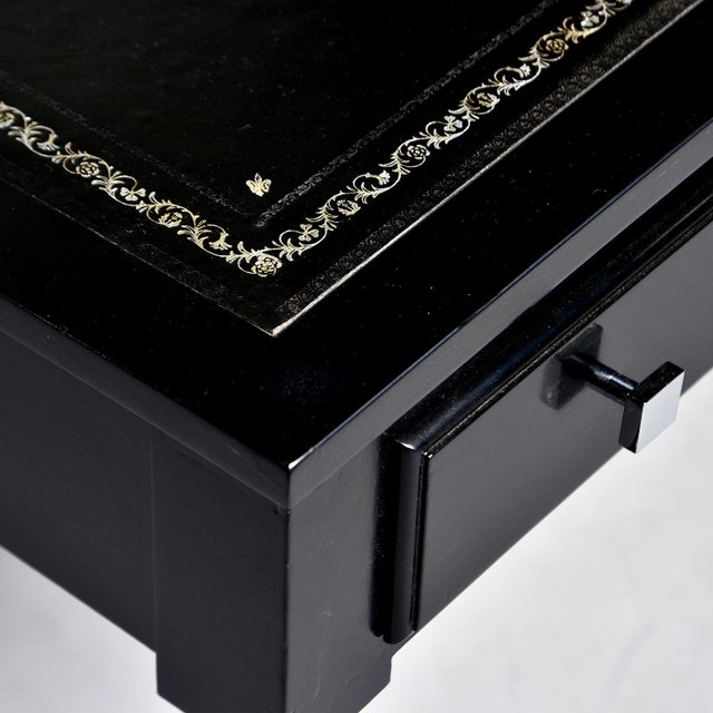 English Early 20th Century Ebonized Mahogany Leather Top Desk For Sale - Image 3 of 12