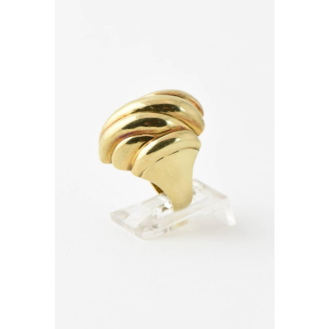 Contemporary 20th Century Contemporary Stylized Three-Dimensional Ribbed Yellow 14k Gold Ring For Sale - Image 3 of 8