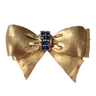Vintage 14k Florentine Gold Sapphire Bow Pin For Sale
