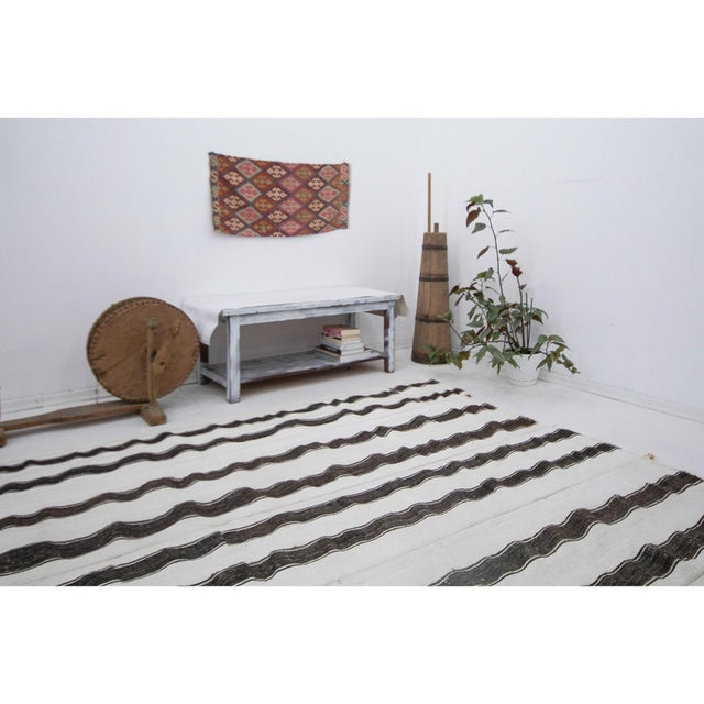 Mid 20th Century Oversized White & Gray Vintage Kilim Rug For Sale In Los Angeles - Image 6 of 7