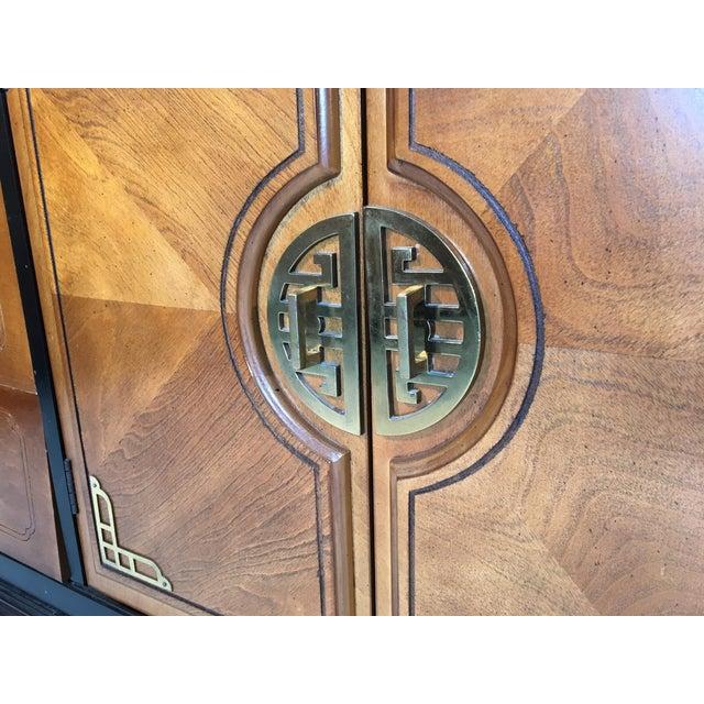 Bassett Hollywood Regency Asian Chinoiserie 9 Drawer Dresser For Sale - Image 5 of 7