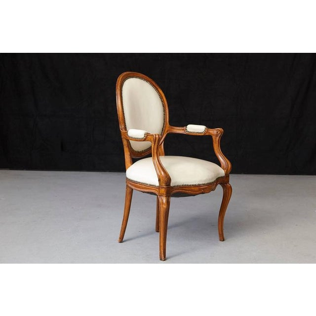 Louis XV Style Walnut Fauteuil in Nail Trimmed Creme Leather For Sale - Image 4 of 10