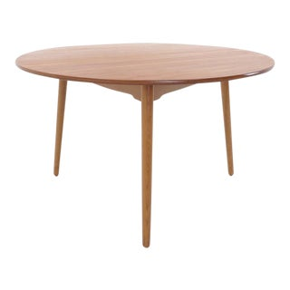 Hans Wegner for Fritz Hansen three legged teak dining table For Sale