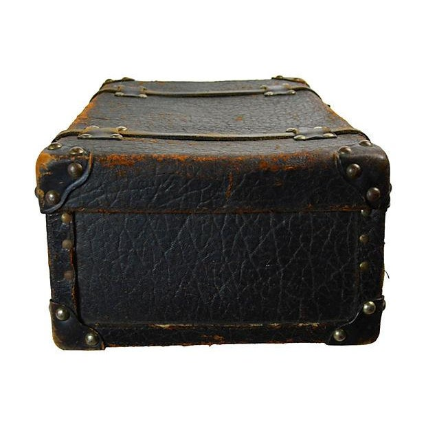 Traditional Vintage European Leather Suitcase For Sale - Image 3 of 6