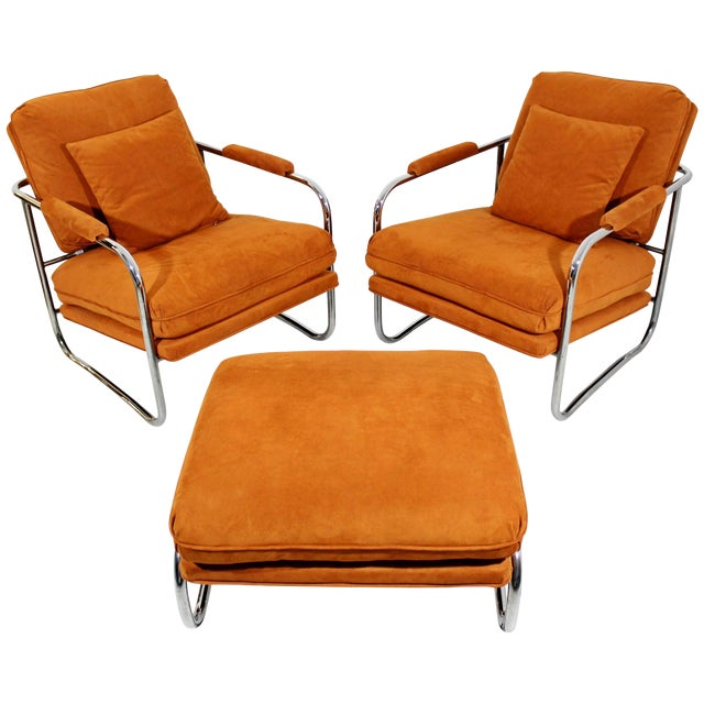 Mid-Century Modern Pair of Tubular Chrome Lounge Chairs and Ottoman For Sale