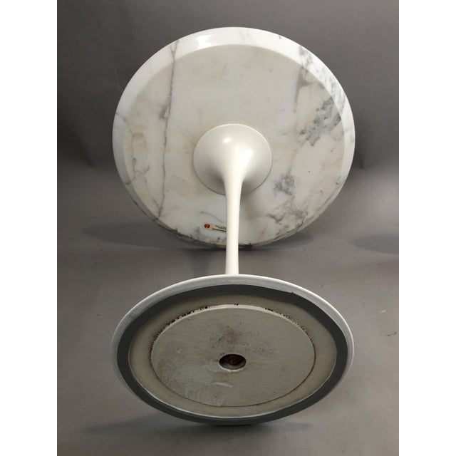 Pair of Vintage Round Saarinen Side Tables For Sale In New York - Image 6 of 10