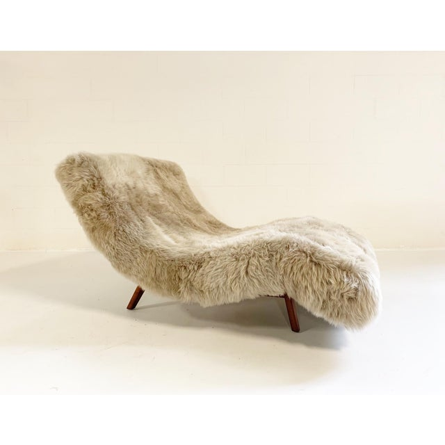 Wave Chaise Lounge in New Zealand Sheepskin For Sale - Image 4 of 5