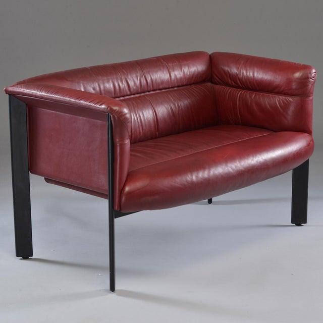 Poltrana Frau 1970s Poltrona Frau Mid-Century Modern Burgundy Leather Settee For Sale - Image 4 of 13