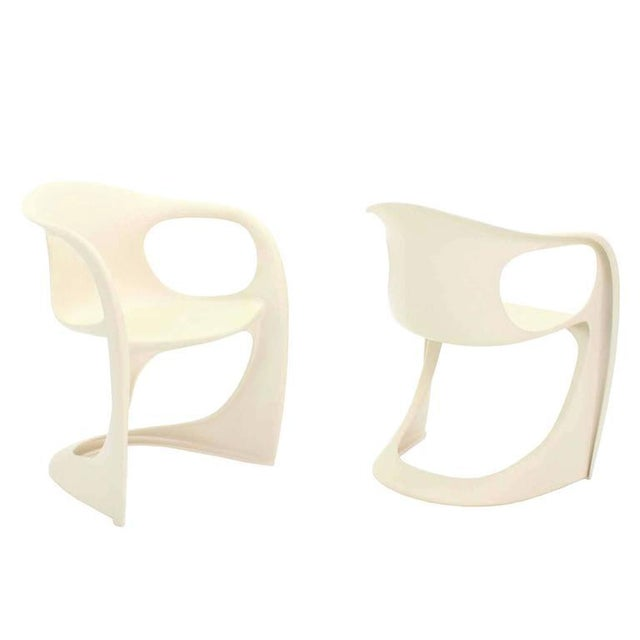 Mid-Century Modern Set of Four Molded Fiberglass Dining Chairs For Sale - Image 3 of 9