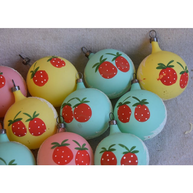 1960s Christmas Tree Ornaments W/Box - Set of 12 For Sale In Los Angeles - Image 6 of 8