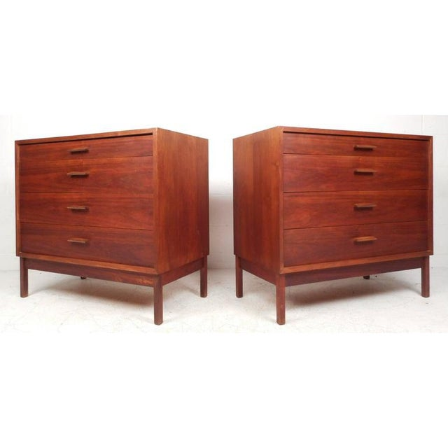 Mid-Century Modern Jens Risom Style Mid-Century Chest of Drawers For Sale - Image 3 of 10