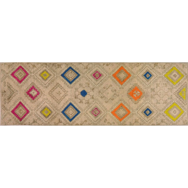 1950s Contemporary Tan Patterned Wool Rug, 3'4''x10' For Sale In New York - Image 6 of 6