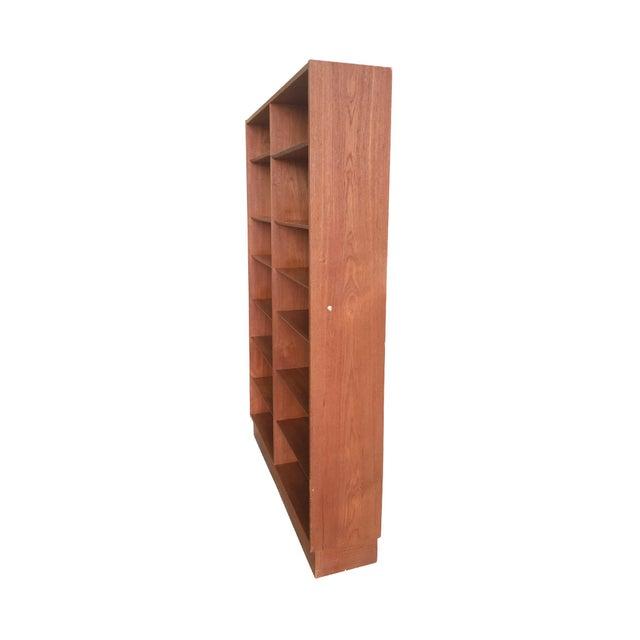 Danish Modern Mid-20th Century Danish Modern Teak Bookcase by Poul Hundevad For Sale - Image 3 of 10