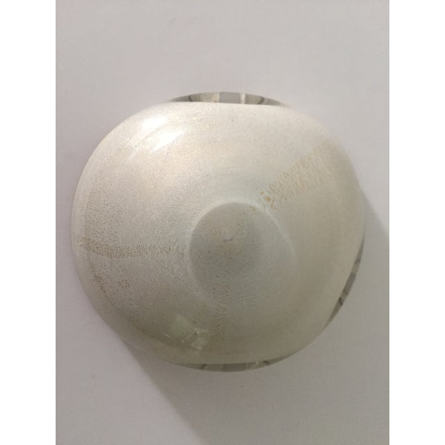 Alfredo Barbini 1950s Contemporary Barbini White and Gold Murano Glass Bowl For Sale - Image 4 of 5