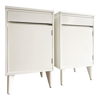 Midcentury Modern Newly Painted White Nightstands, a Pair For Sale