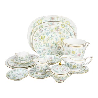 Service for 12 Mintons Porcelain Dinnerware 90pc Set - Vanessa For Sale