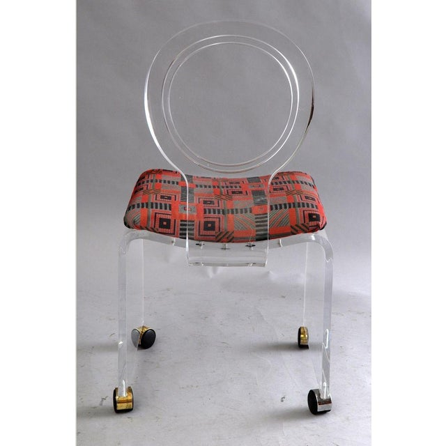 Lucite Hill Mfg. Lucite Vanity Chair Round Back Rolling Casters Mid Century Modern Vintage For Sale - Image 7 of 11