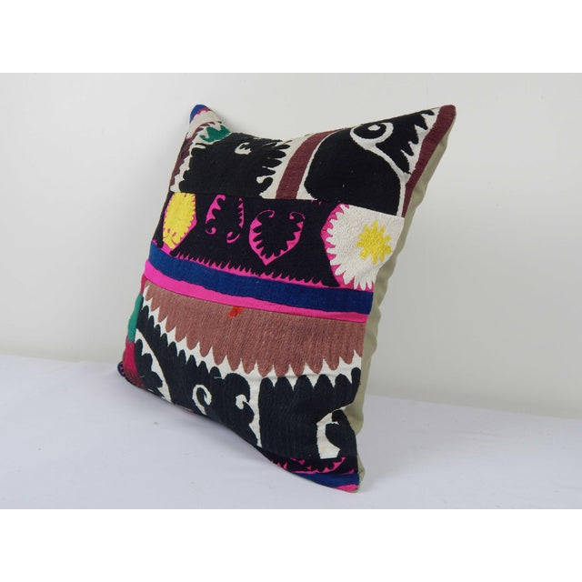 """Mid-Century Modern Vintage Suzani Cushion Cover 20"""" X 20"""" For Sale - Image 3 of 6"""