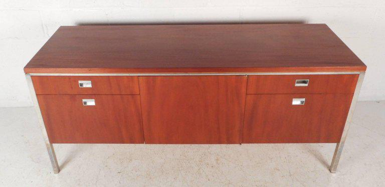 Mid Century Modern Beautiful Vintage Modern Knoll Style Office Credenza For  Sale   Image 3