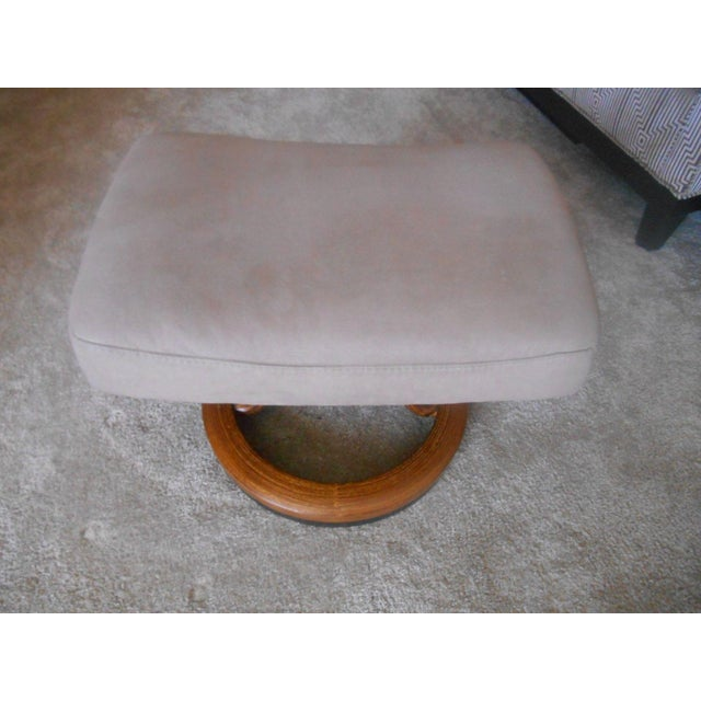 Textile Ekornes Stressless Taurus Recliner & Ottoman For Sale - Image 7 of 8