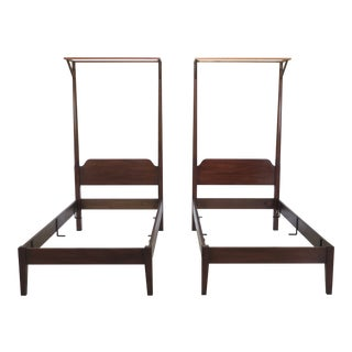 Traditional Kittinger Colonial Williamsburg Twin Mahogany Beds - a Pair For Sale