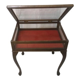 Queen Anne Curio Table With Red Felt Lining For Sale