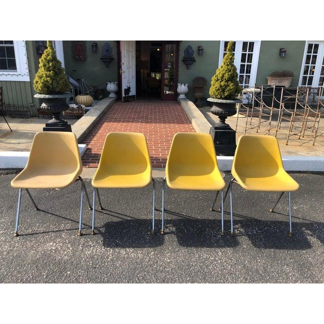 Mid-Century Modern 1970s Vintage Yellow Jon Stewart Stackable Shell Chairs- Set of 3 For Sale - Image 3 of 12