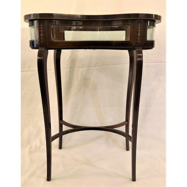 Antique English Kidney-Shaped Display Table Vitrine With Rosewood Inlay For Sale - Image 4 of 5