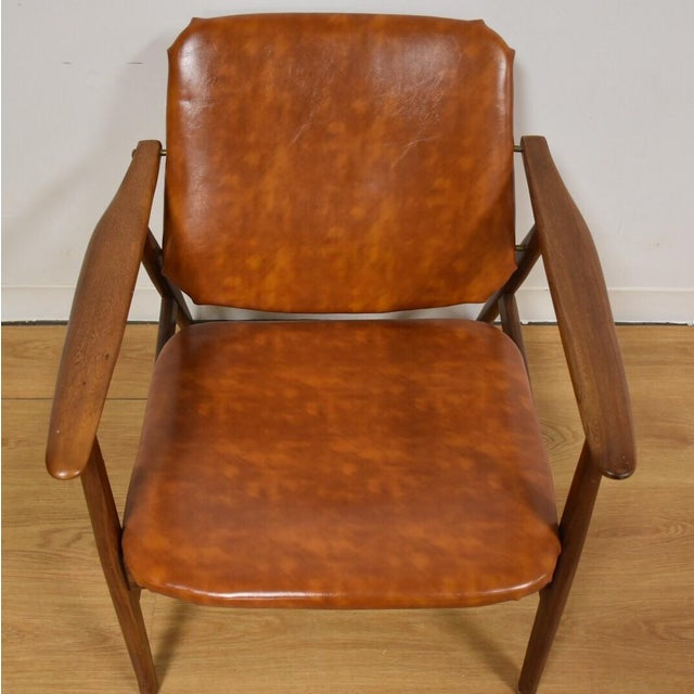 Brown Vinyl Lounge Chair - Image 4 of 9