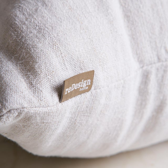 Front fabric: 100% Vintage Linen Fabric Back Fabric 100% Vintage Linen Fabric Feature: knife style edge Zipper closure Our...