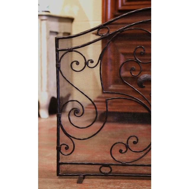 Mid-20th Century French Gothic Wrought Iron Fireplace Screen With Fleur-De-Lis For Sale In Dallas - Image 6 of 8