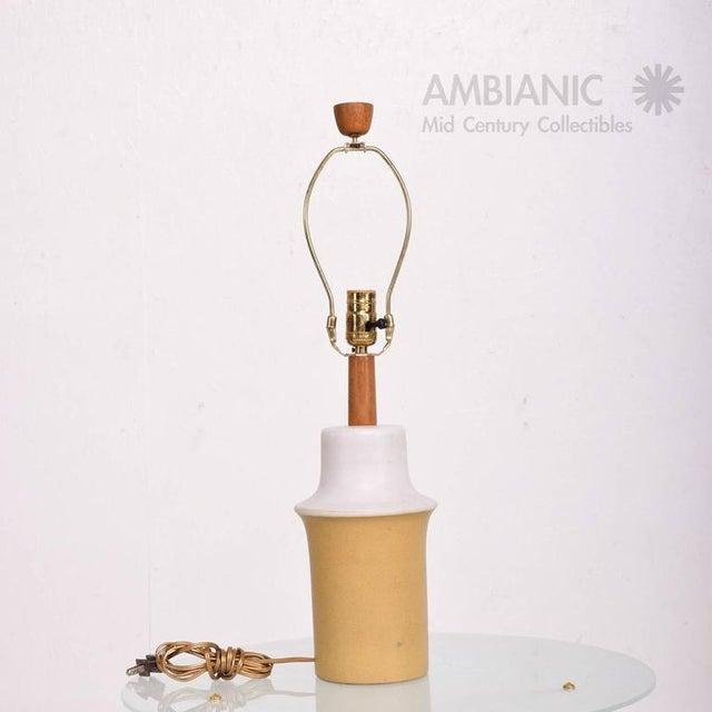 1960s Mid Century Modern Gordon Martz Ceramic Table Lamp For Sale - Image 5 of 8